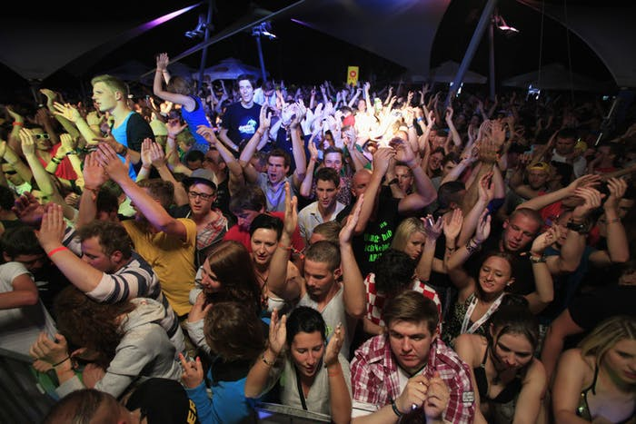 Hours of dancing and high heat can contribute to risks. In this photo: people at a Spring Break Europe party in Rovinj in 2012.