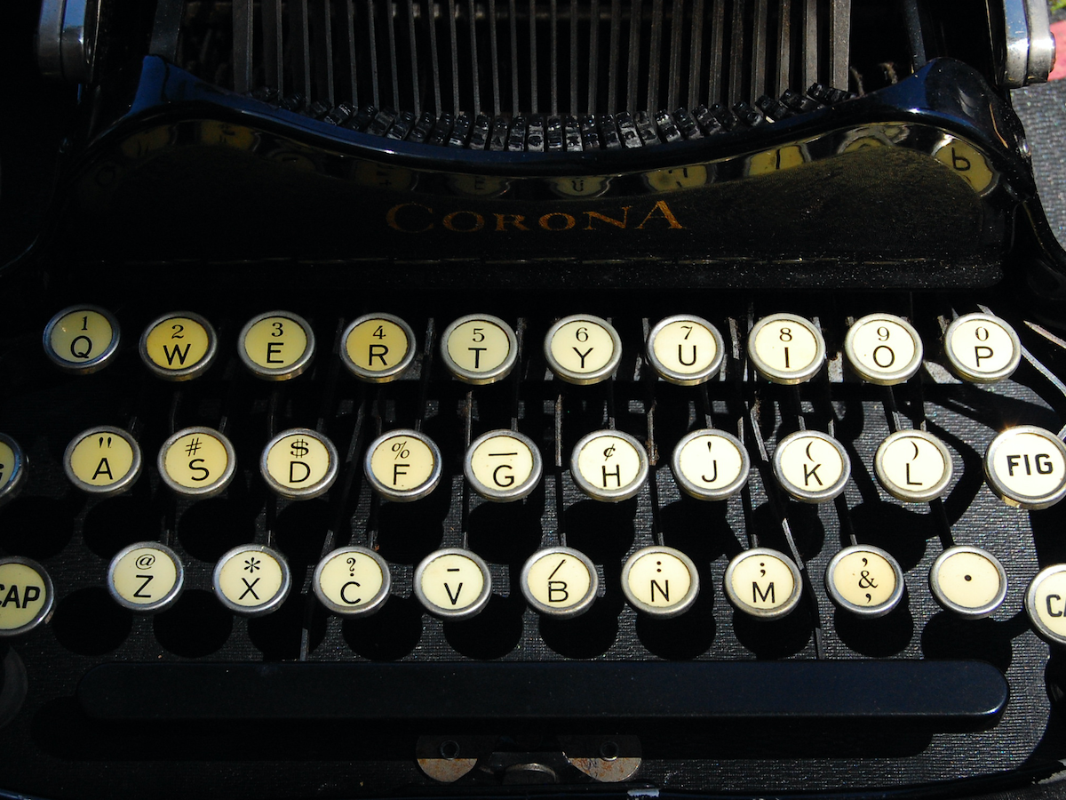 why stick to qwerty keyboard essay Do you qwerty or dvorak how many of you have abandoned the old-school (and inefficient) qwerty keyboard layout and instead use the supposedly more efficient dvorak alternative.