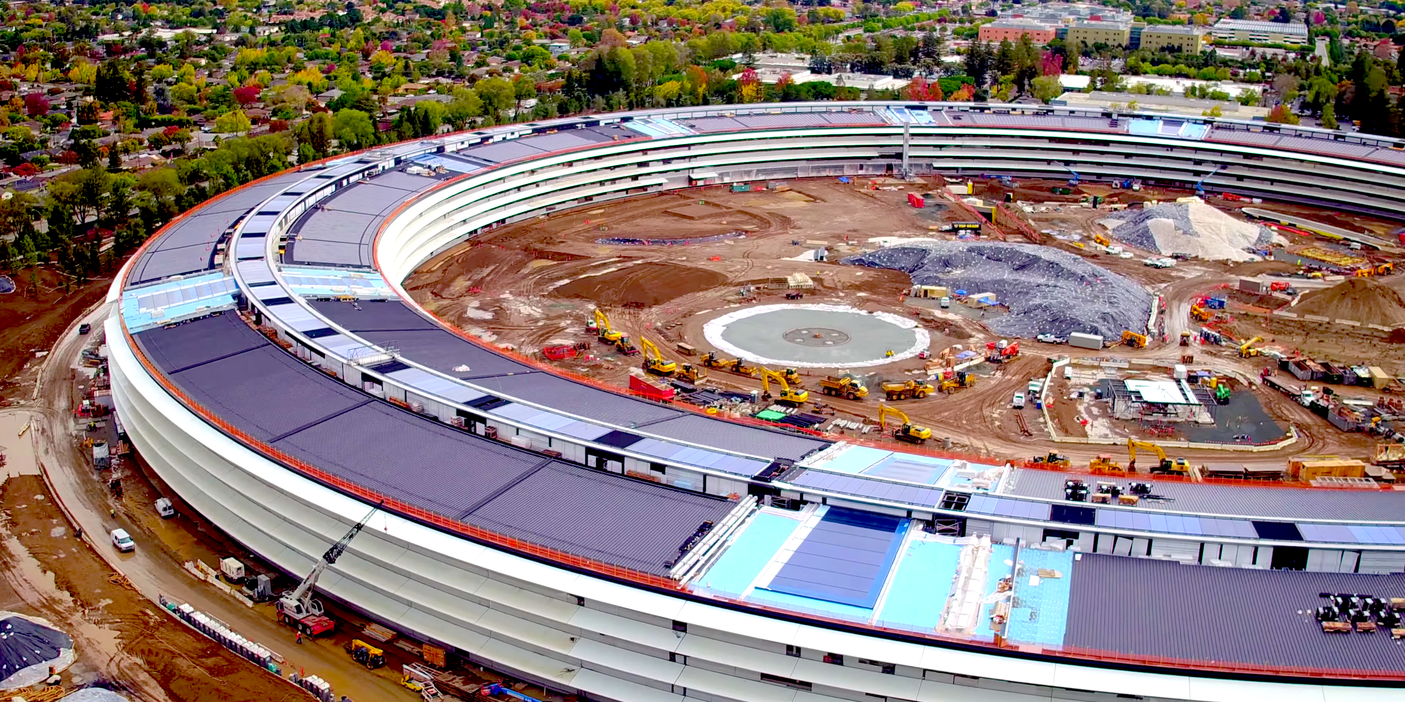 """New Drone Footage of Apple HQ Shows Massive, Solar Panel–Adorned """"Spaceship"""""""