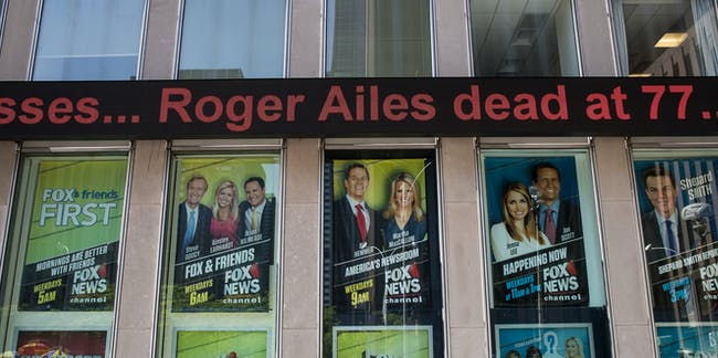 NEW YORK, NY - MAY 18: Outside the Fox News studios, a news ticker displays news of the passing of Roger Ailes, May 18, 2017 in New York City. Ailes, founder and ex-CEO of Fox News, passed away on Thursday morning at age 77. (Photo by Drew Angerer/Getty Images)