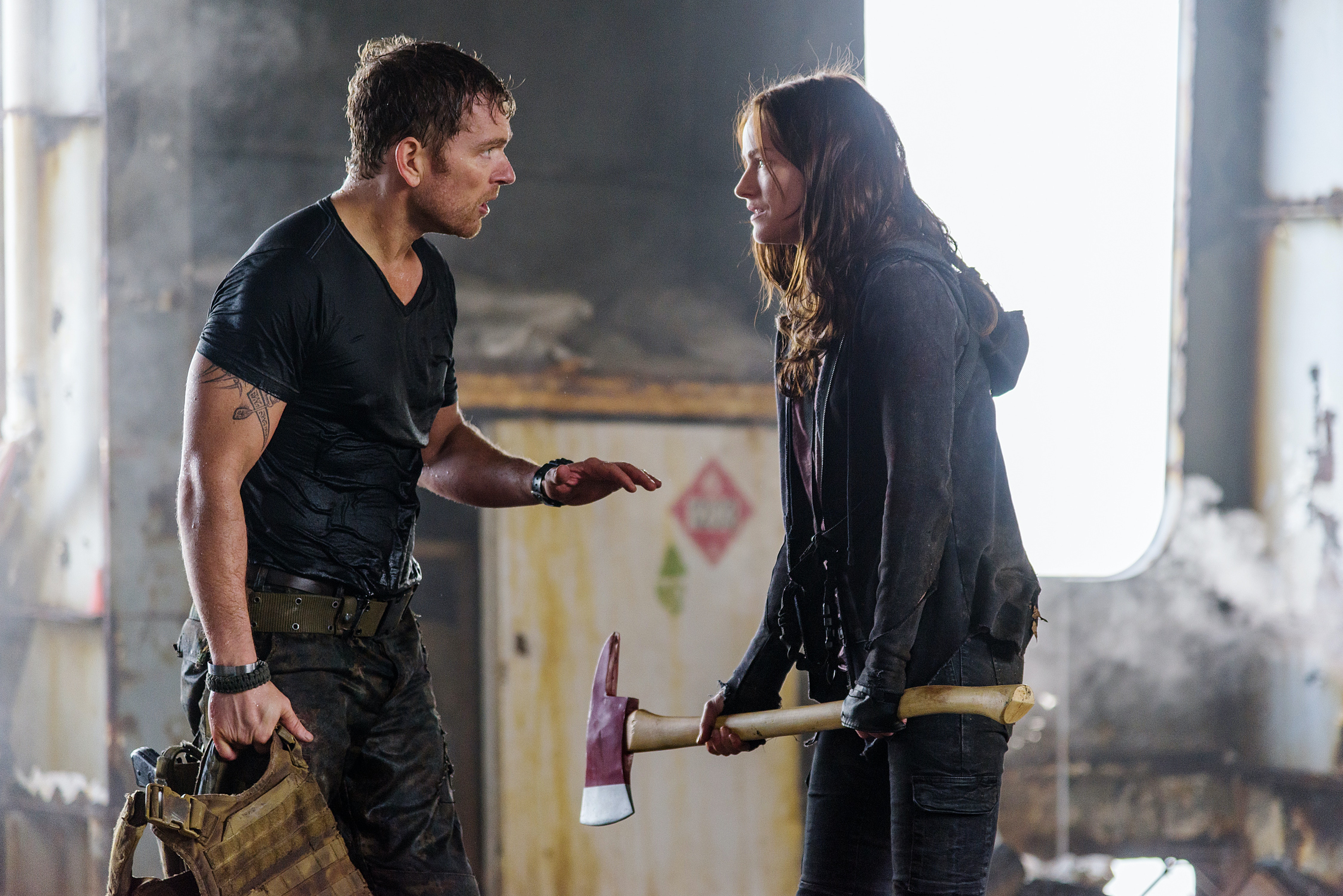 Jonathan Scarfe as Axel and Kelly Overton as Vanessa