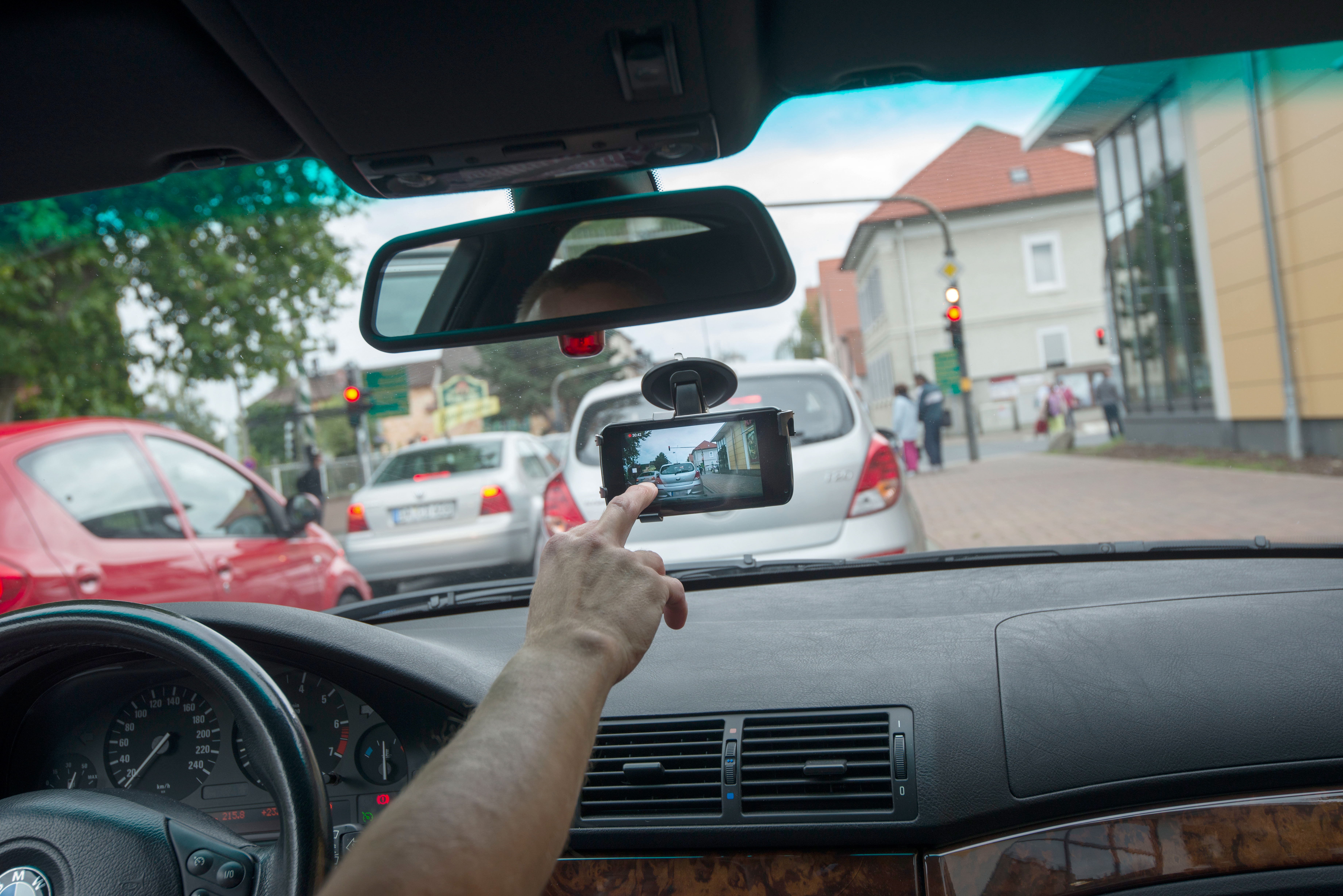 Study shows hands-free tech may still be a big driving distraction class=