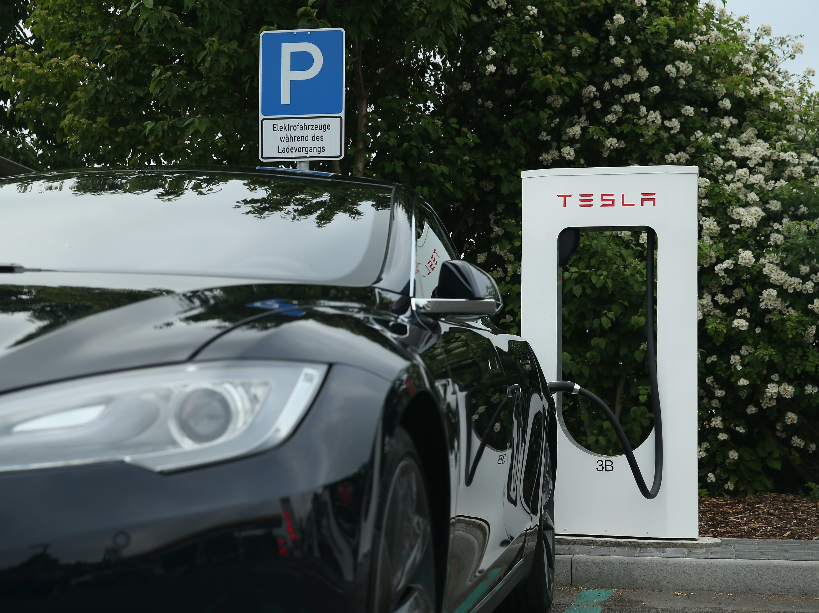 Tesla Says That Its Cars Traveled a Billion Miles in 6 Months