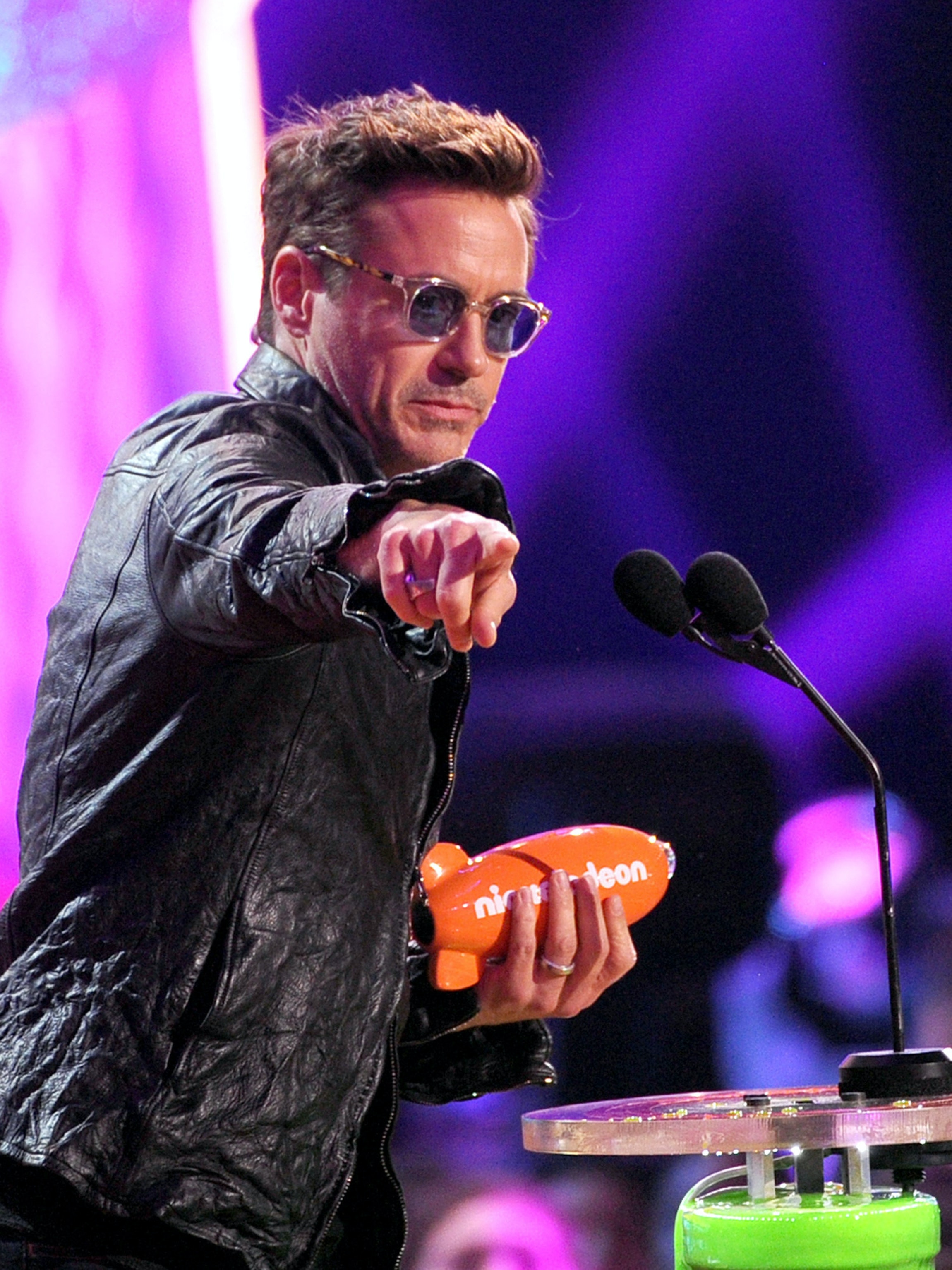 LOS ANGELES, CA - MARCH 29:  Actor Robert Downey Jr.,accepts the award for Favorite Male Butt Kicker at Nickelodeon's 27th Annual Kids' Choice Awards held at USC Galen Center on March 29, 2014 in Los Angeles, California.  (Photo by Kevin Winter/Getty Images)