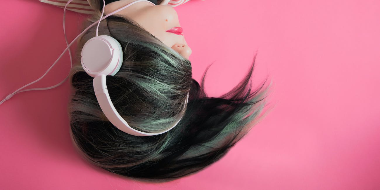 headphones ombre pink pastel hair earbuds beats music teen