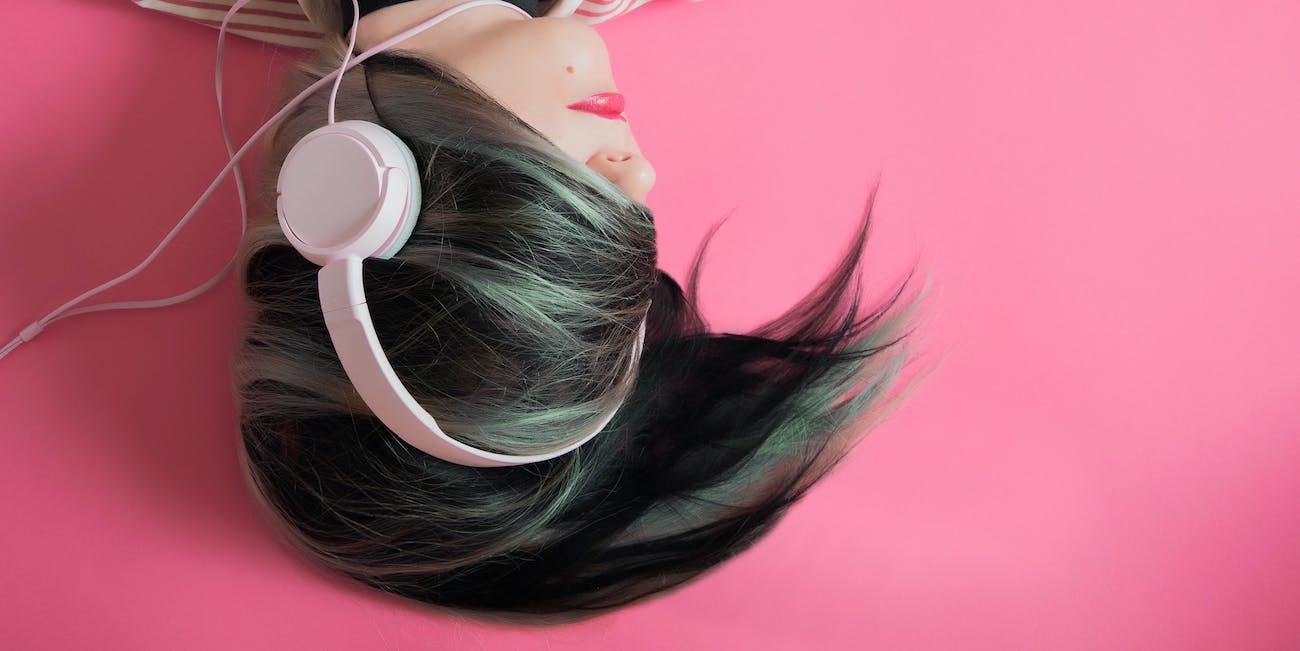 headphones ombre pink pastel hair earbuds beats music teen