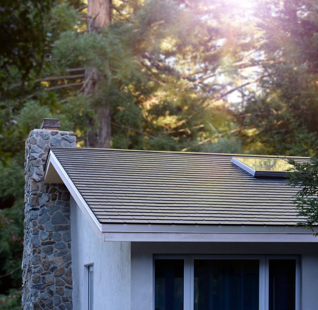 Tesla Shingles Cost >> Here S How Much One Of Tesla S Amazing Solar Roofs Actually Costs
