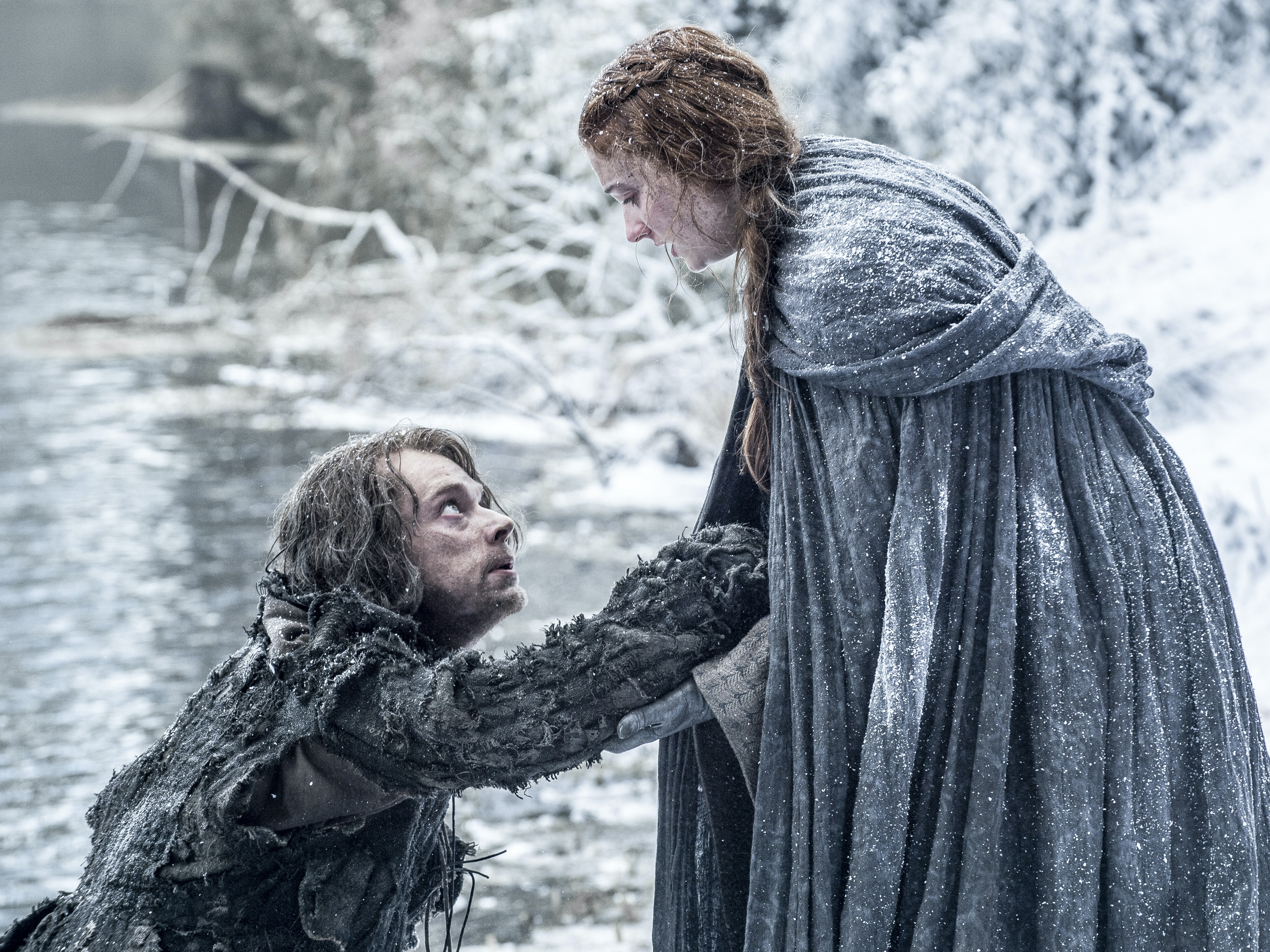 Latest 'Game of Thrones' Season 6 Clip Shows Sansa and Theon Escaping Ramsay