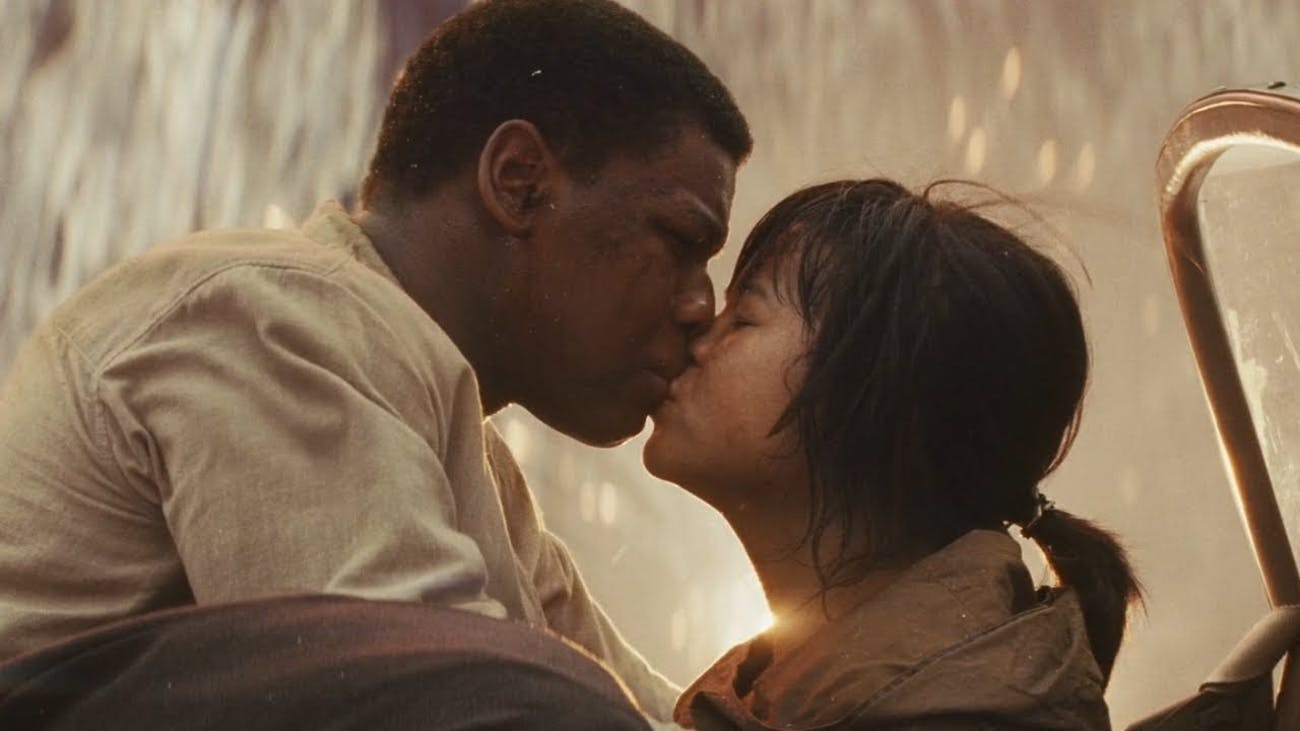 Finn and Rose kiss in The Last Jedi.
