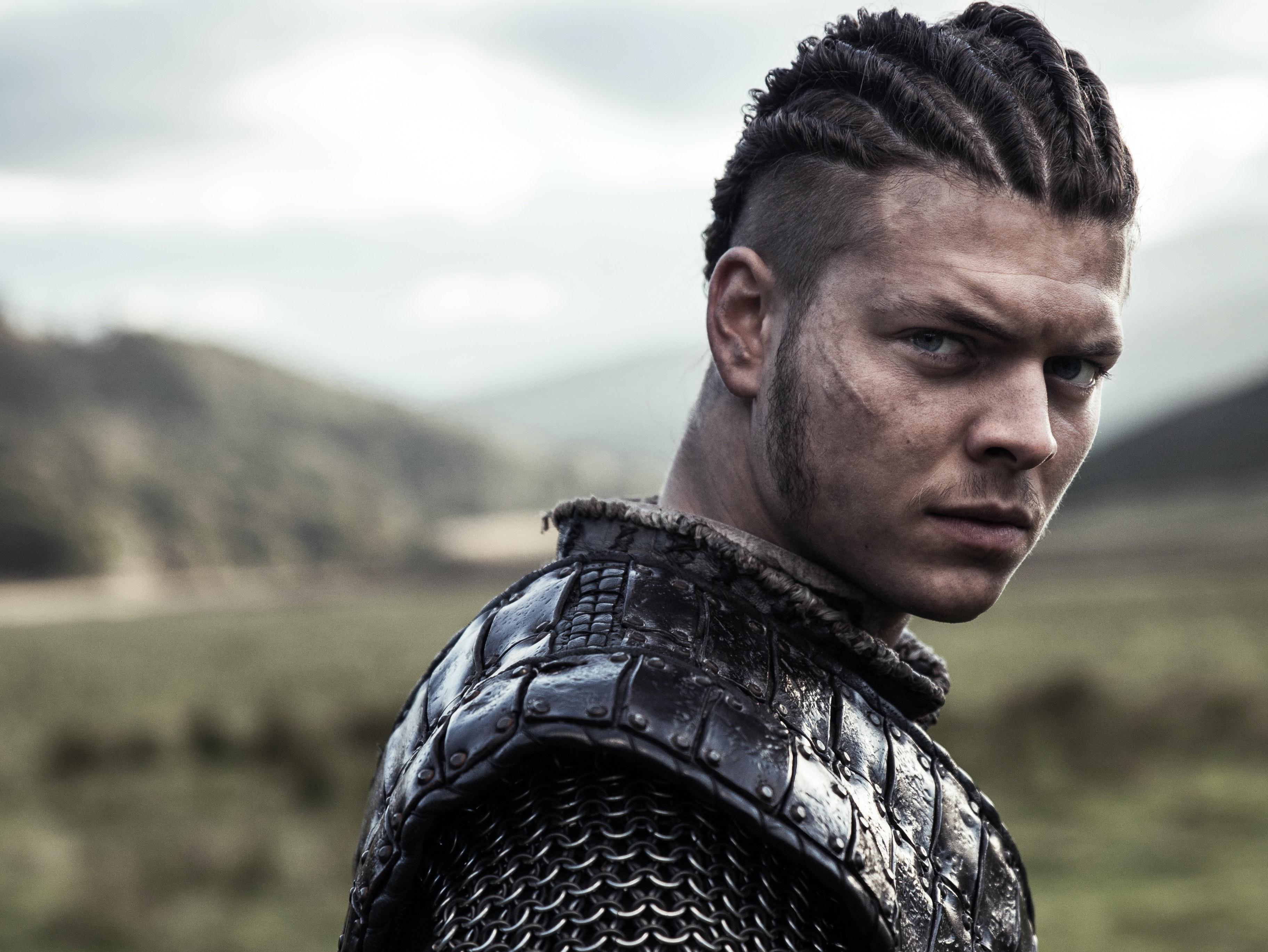 'Vikings' Alex Høgh Andersen Describes Ivar's Speed Crawl