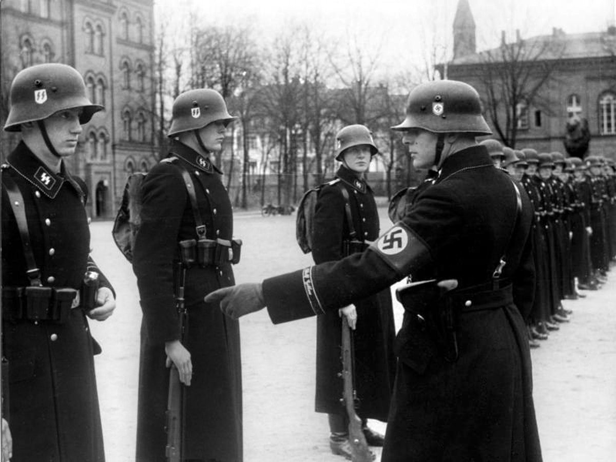 NAZI SS Officers