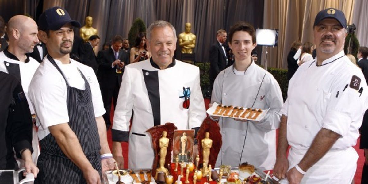 Wolfgang Puck shows off some spanky-ass Oscars appetizers.