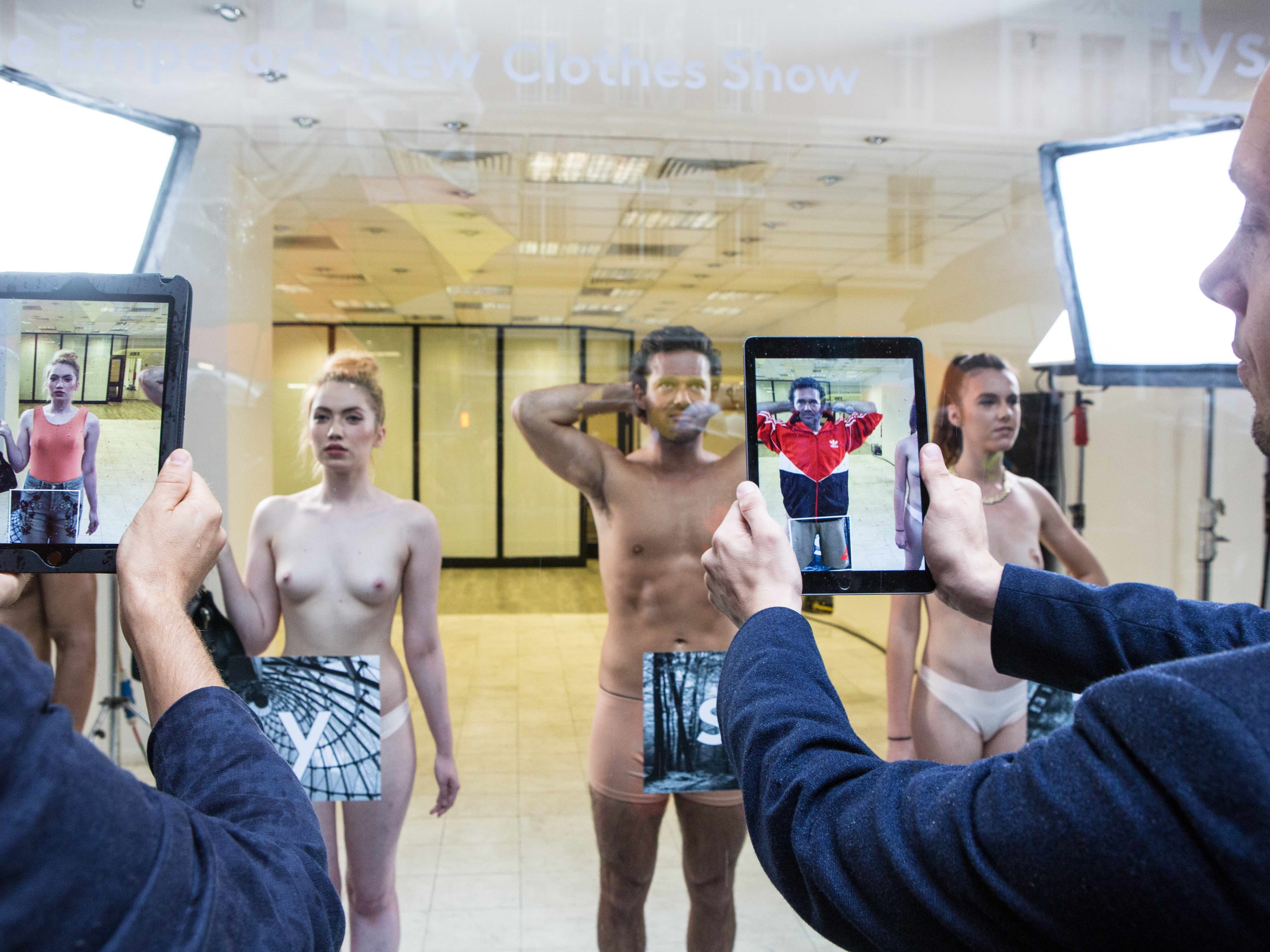 """Naked """"Hummanequins"""" Show the Future of A.R. at London Fashion Week"""