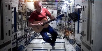 "Chris Hadfield performs ""Space Oddity"""
