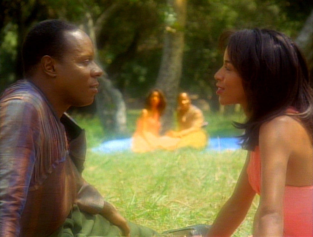 Sisko watches his own memories of his late wife in 'Deep Space Nine'