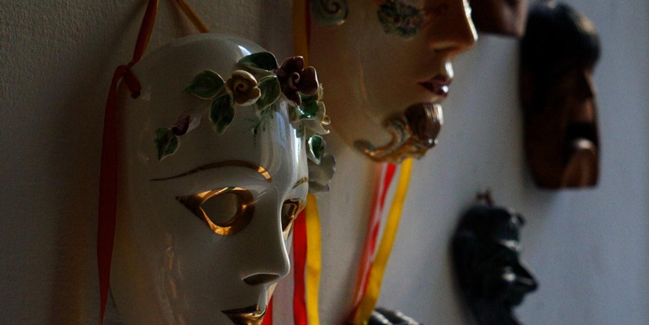 Unmasking identities online