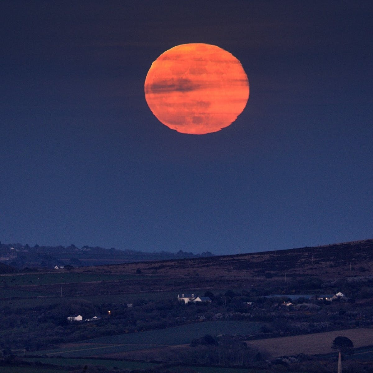 Strawberry Moon Pictures: Stunning Images Capture June's Full Moon Event