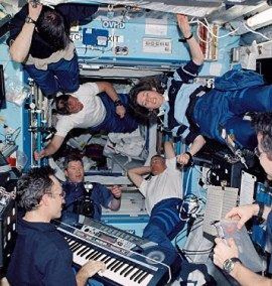 ]Carl Walz (right) plays the keyboard for a group of astronauts onboard the International Space Station