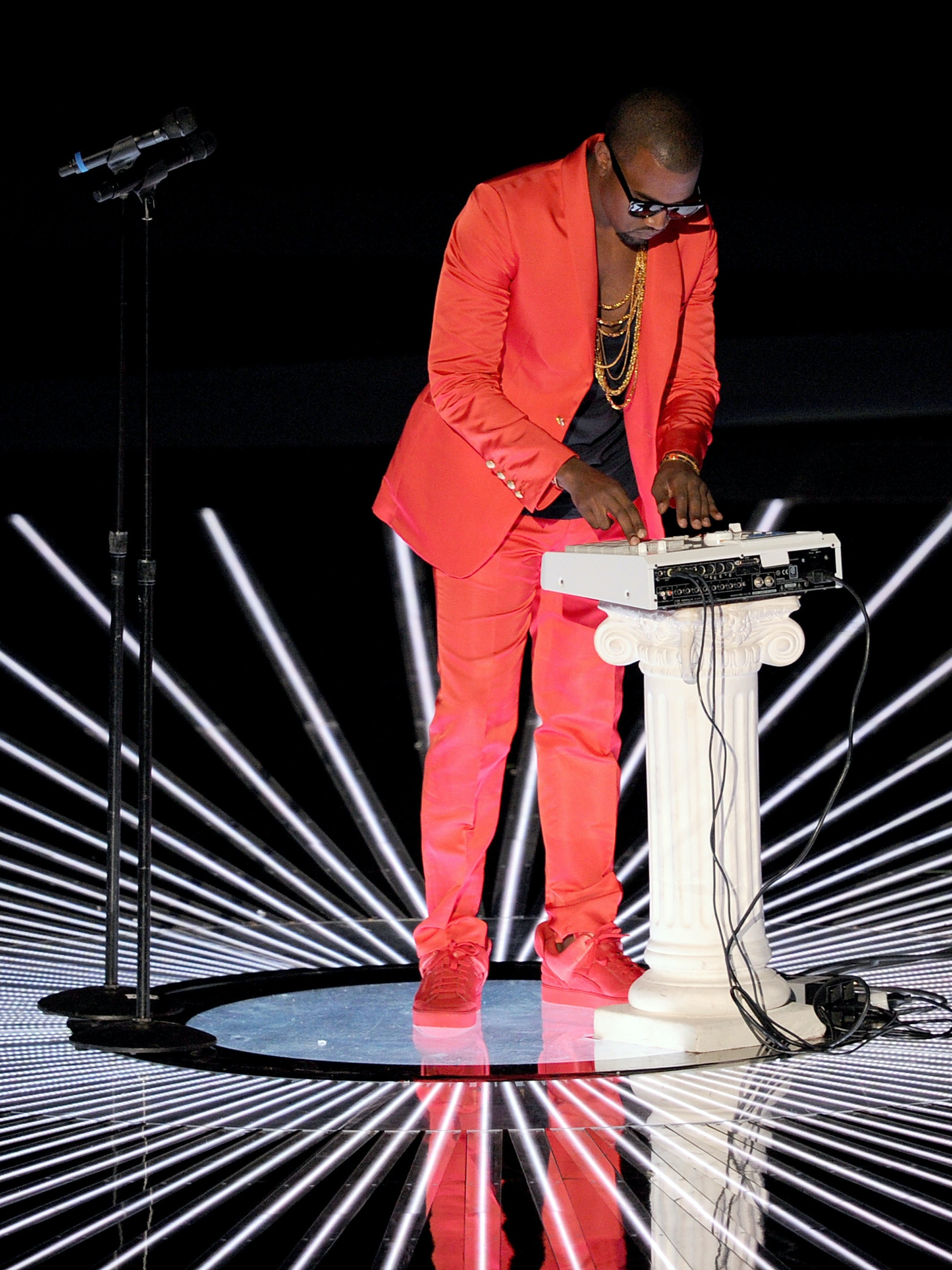 LOS ANGELES, CA - SEPTEMBER 12: Rapper Kanye West performs onstage during the 2010 MTV Video Music Awards at NOKIA Theatre L.A. LIVE on September 12, 2010 in Los Angeles, California.  (Photo by Kevin Winter/Getty Images)