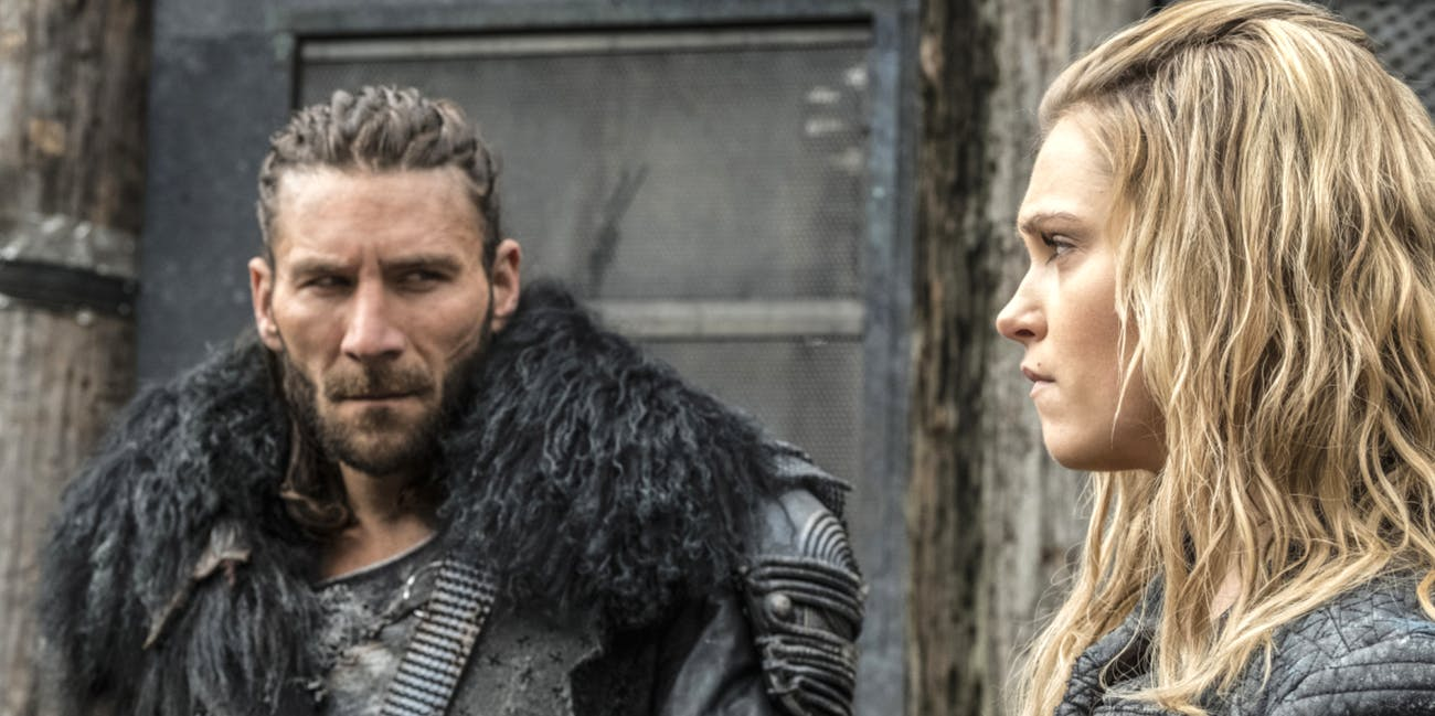 """Roan and Clarke in The 100 Season 4 episode 6 """"We Will Rise"""""""