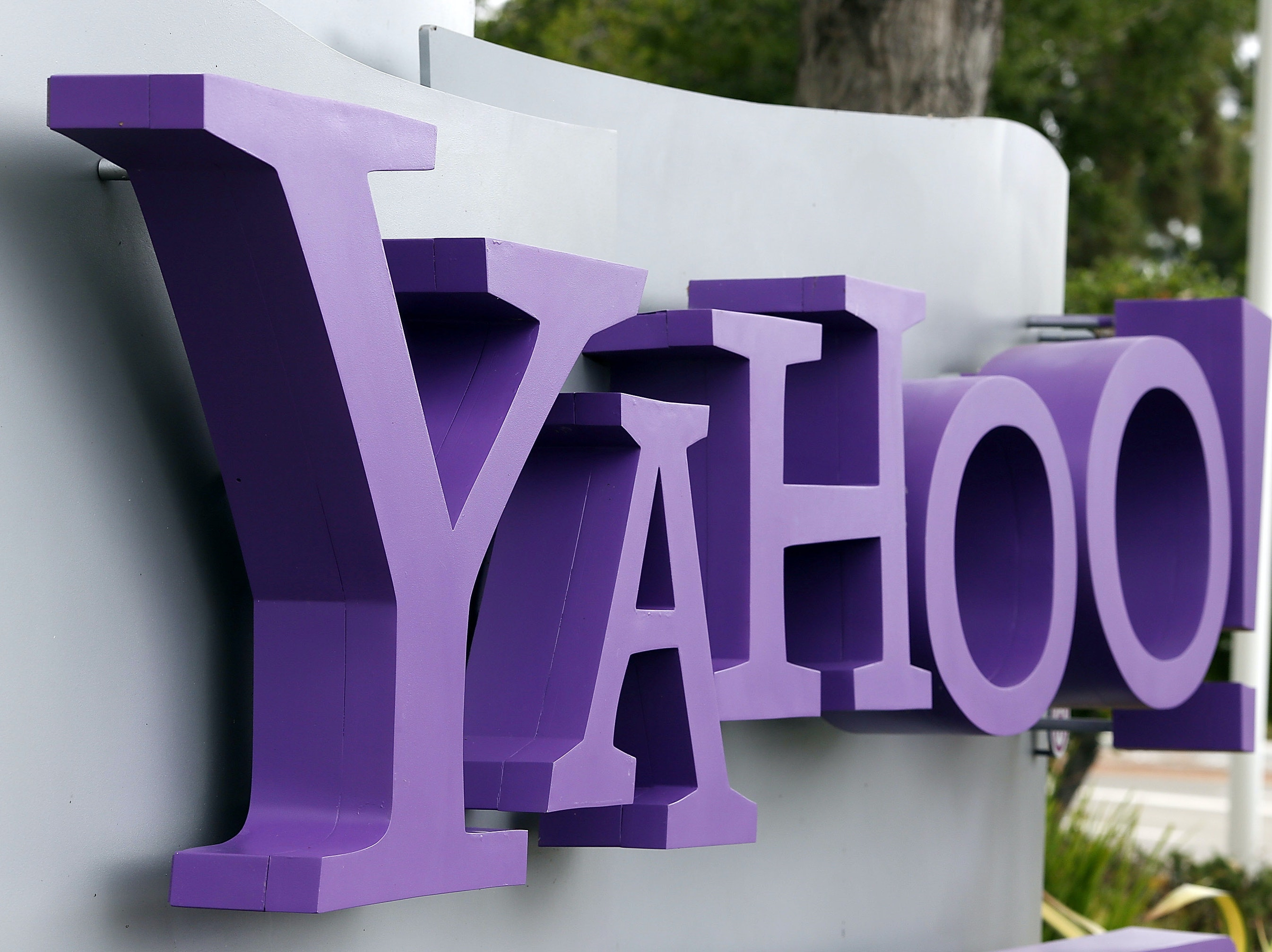 Yahoo's Data Hack Is Hanging Over the Verizon Deal