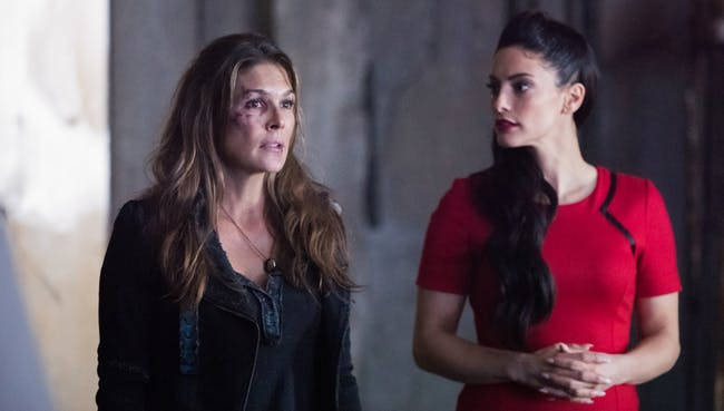 Abby and A.L.I.E in 'The 100'