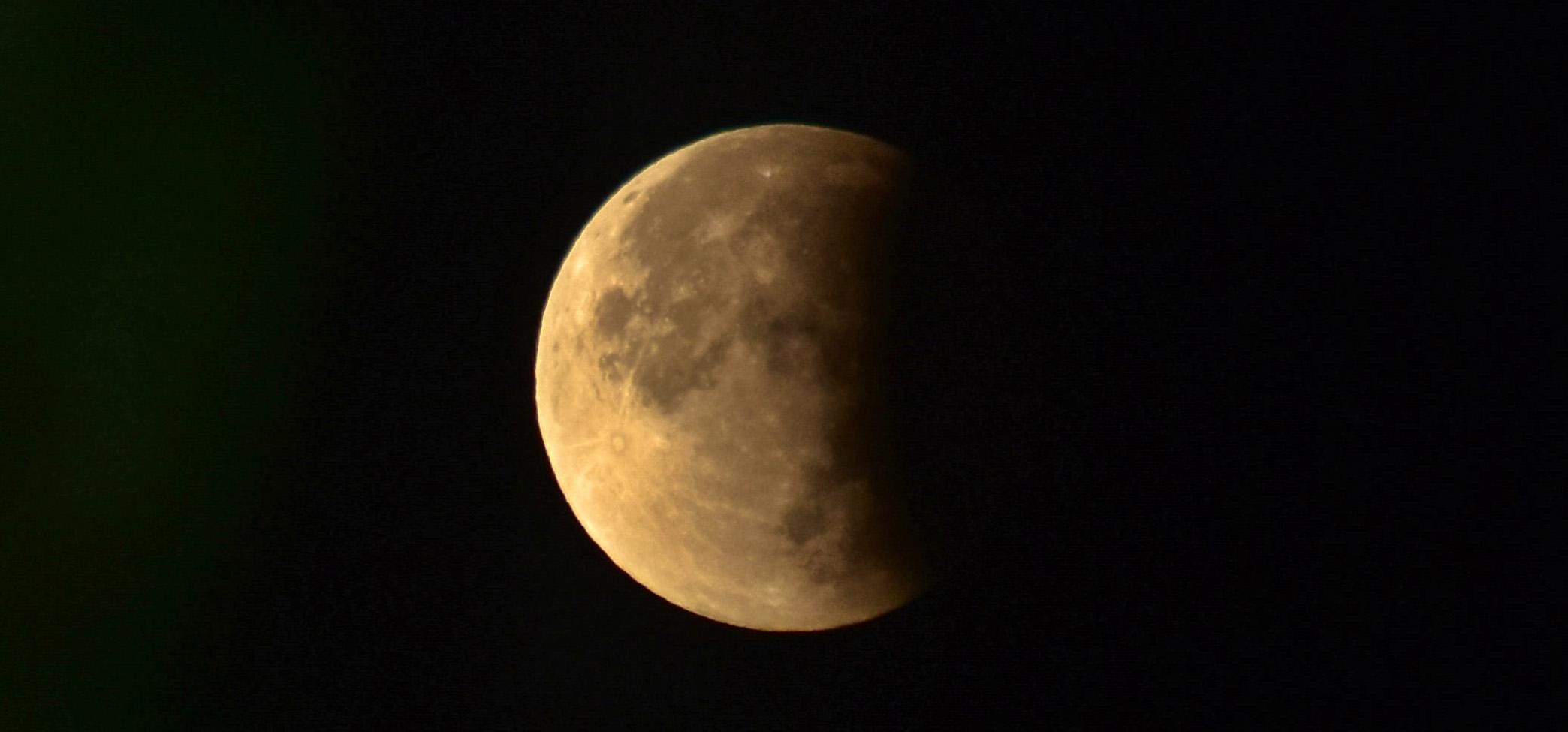 The Last Lunar Eclipse of 2019 Showed an Orange-Hued Full Moon in