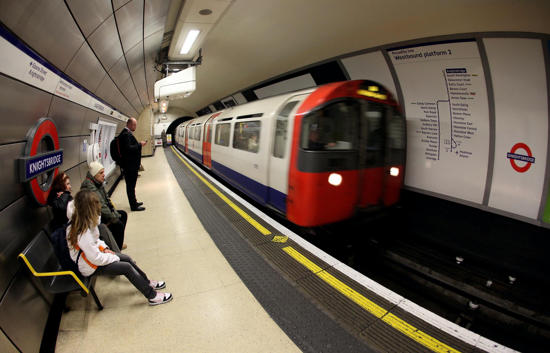 london england march 30 a london underground train arrives in knightsbridge station on march 30jpegrectu003d214025711927u0026fmu003dpngu0026wu003d1200