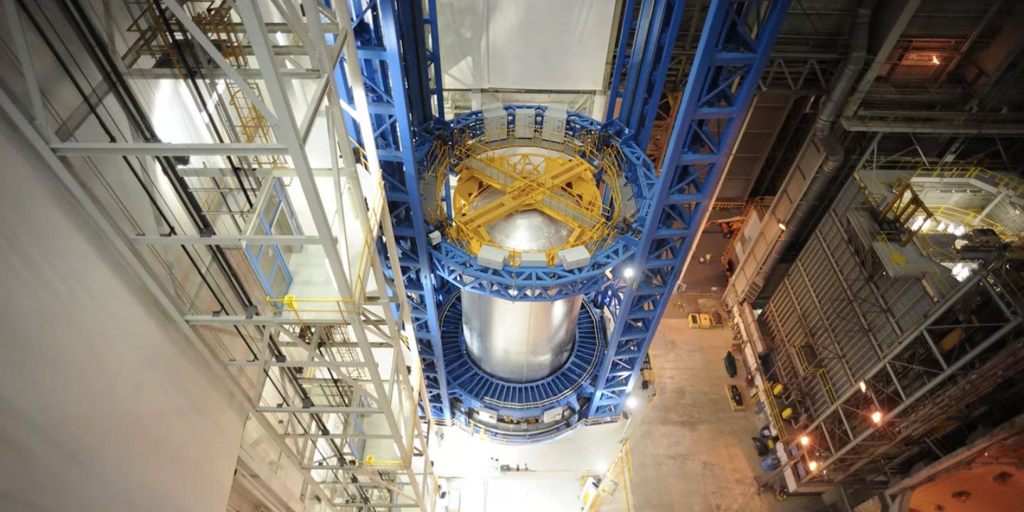 Watch NASA Build a Massive Rocket Fuel Tank in One Minute