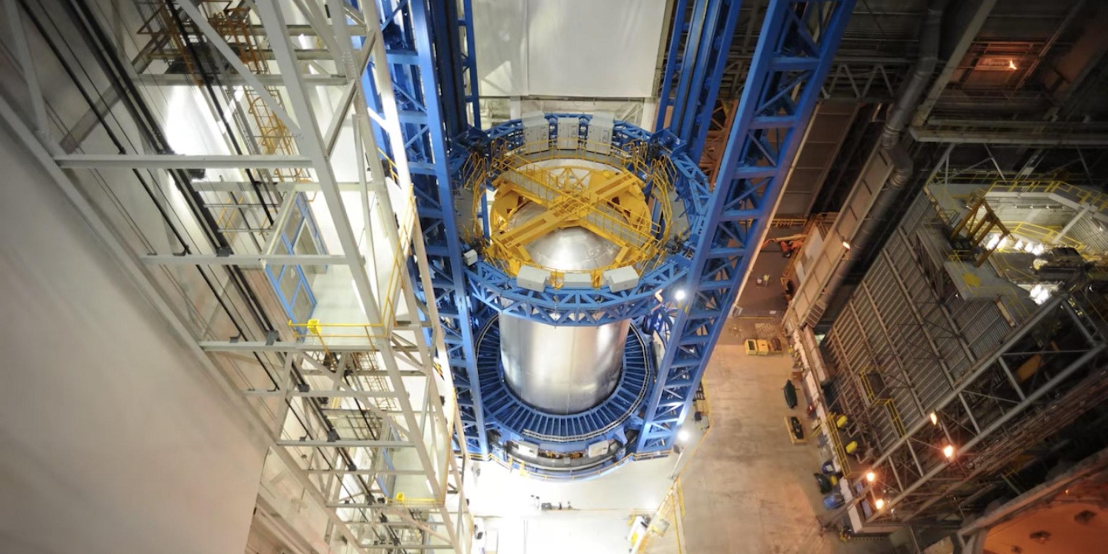 Watch NASA Build a Massive Rocket Fuel Tank in One Minute
