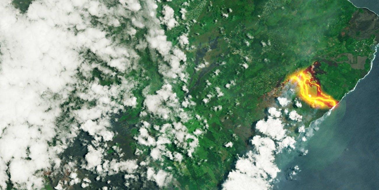 hawaii volcano kilauea lava channel flow
