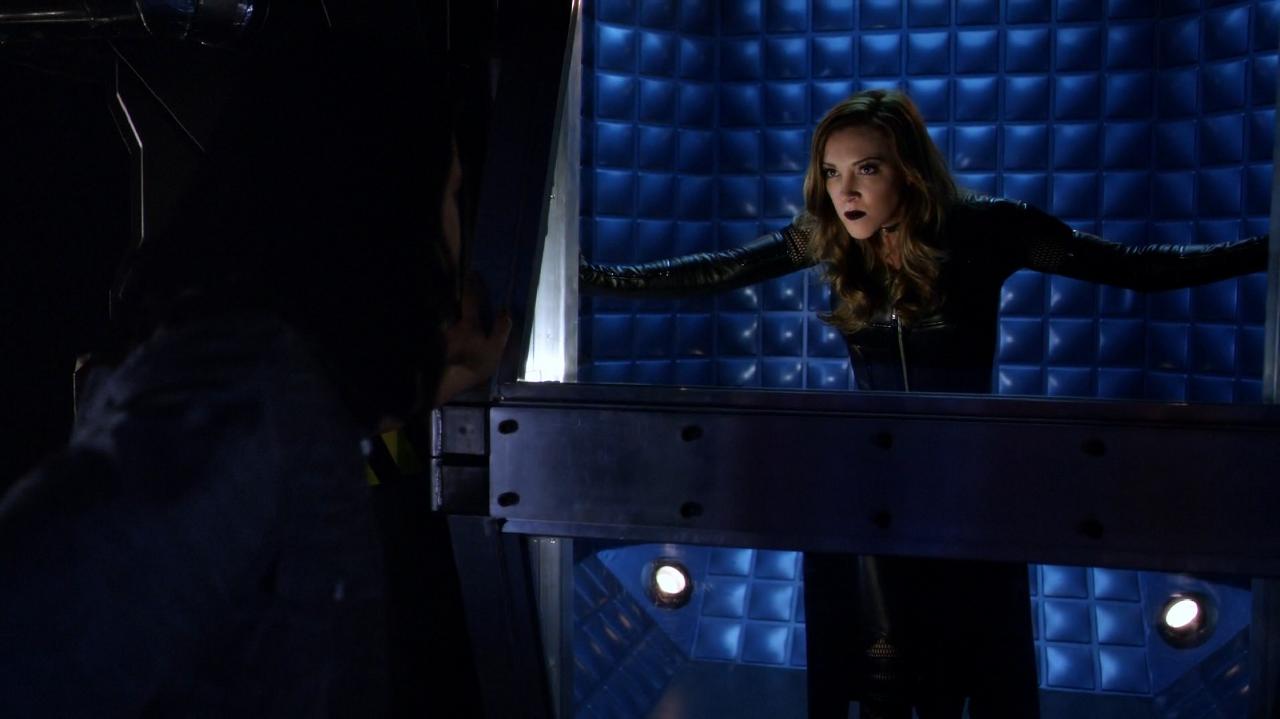 Arrow Season 5 Spoilers Reveal if Oliver and Felicity Rekindle Romance