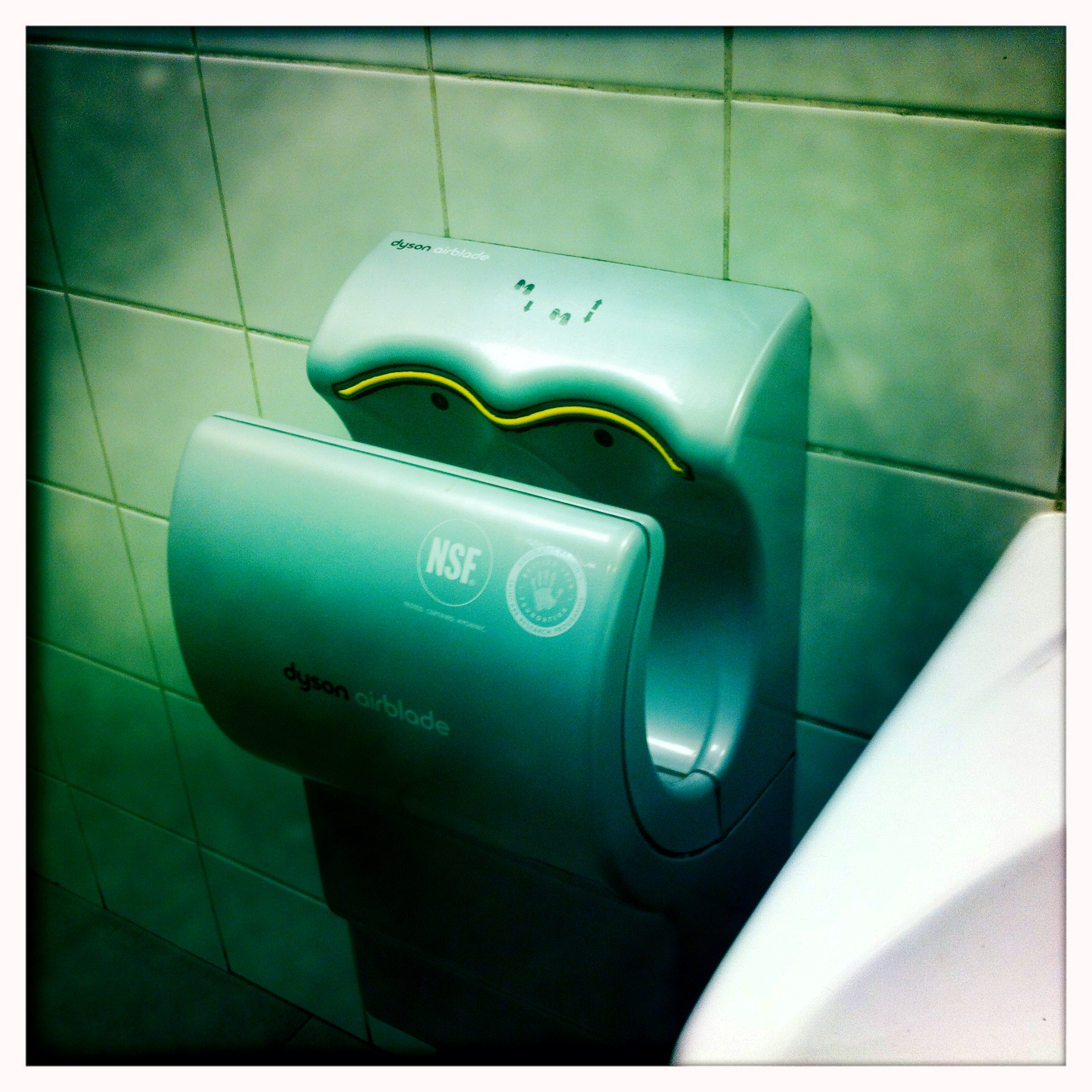 Viral Hand Dryer Petri Dish Facebook Post Isnt As Scary As You - Hand blower for bathroom
