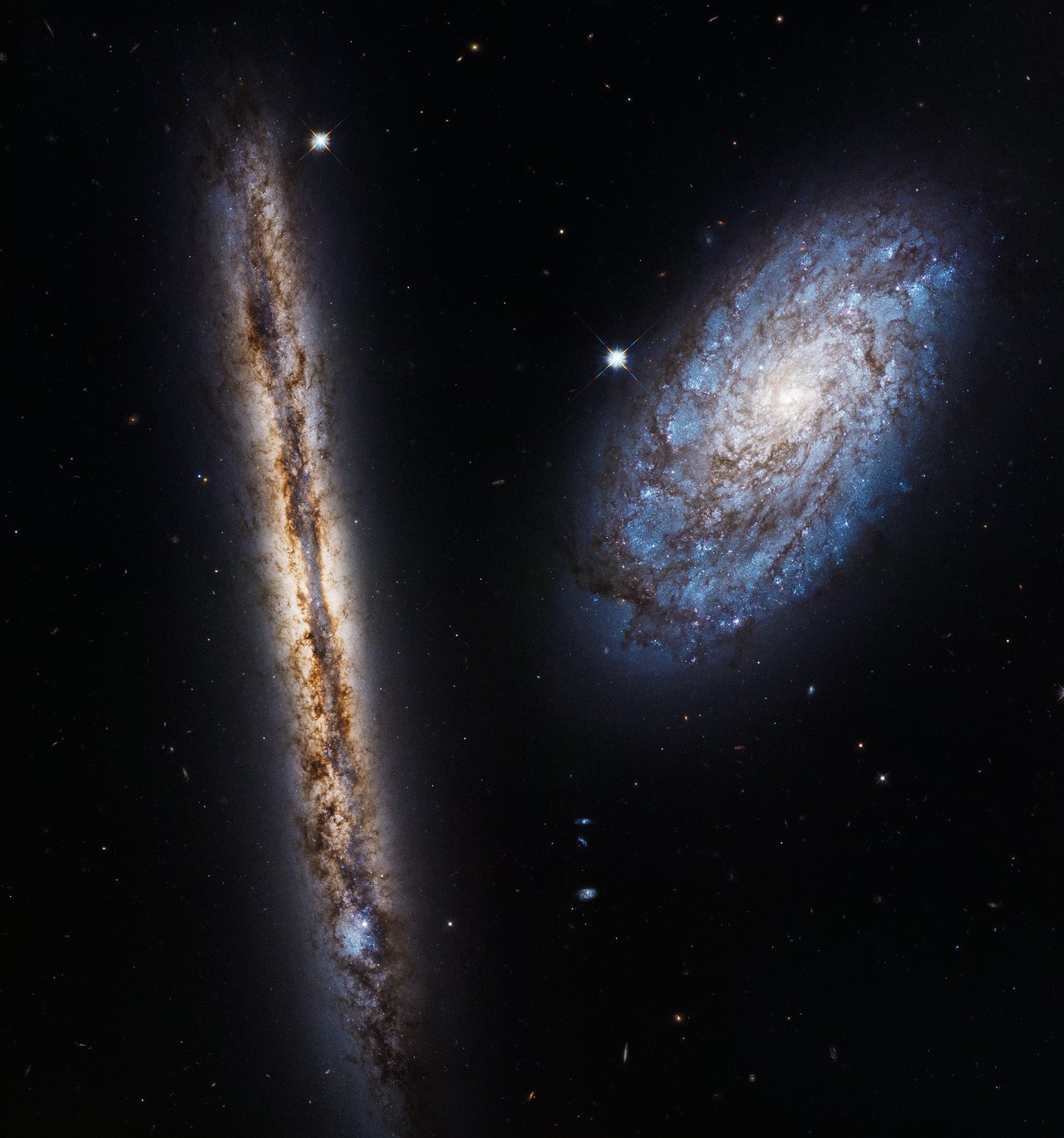 Galaxies snuggle up in Hubble 27th anniversary image
