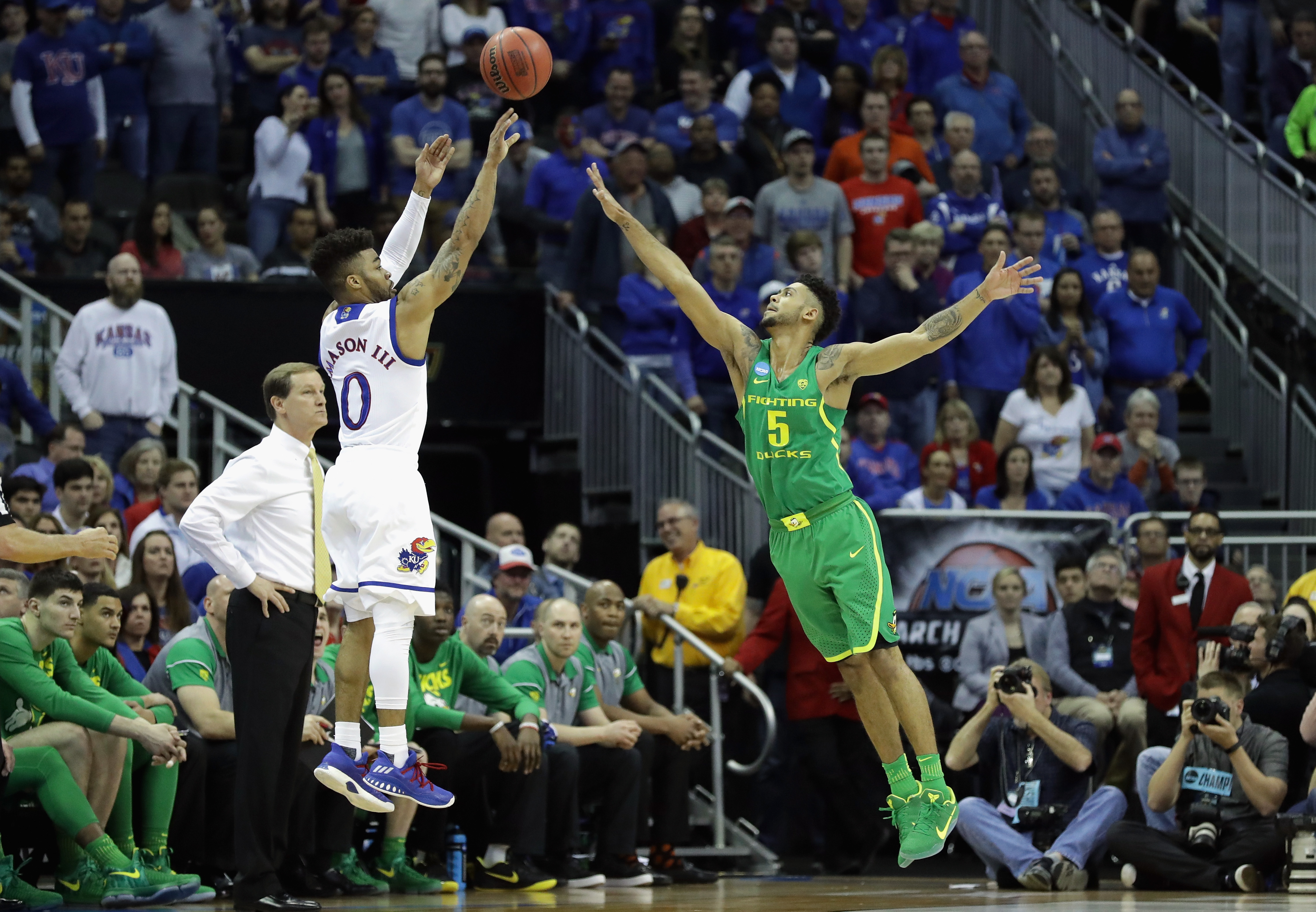 Mason III shoots the ball against Tyler Dorsey in the first half during the 2017 NCAA Men's Basketball Tournament Midwest Regional.
