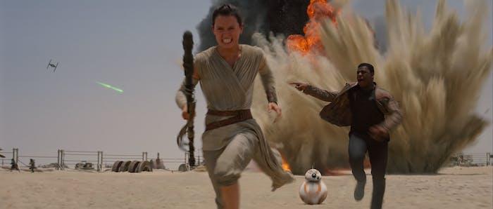 Rey and Finn escape Jakku in 'Star Wars: The Force Awakens'
