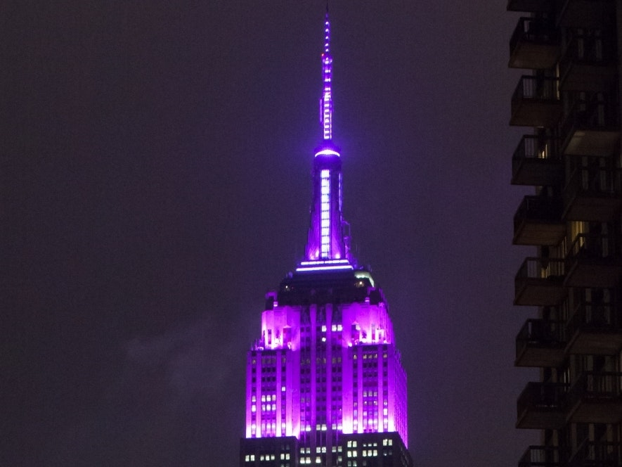 No, the Empire State Building isn't Purple for Prince Right now