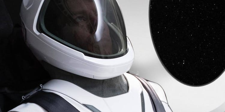 Musk Reads SpaceX s Mars City Could Face Cabin Fever