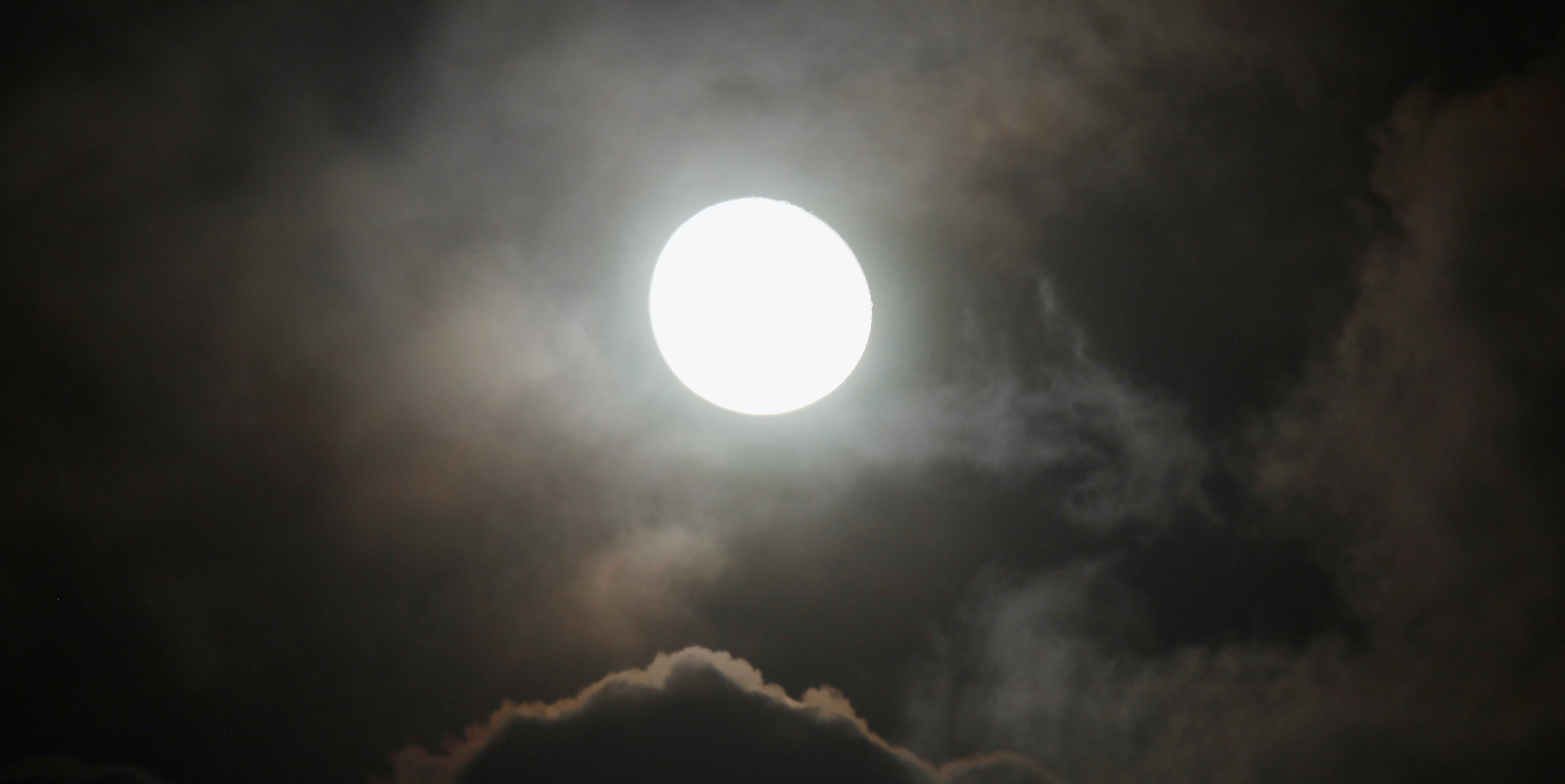 How to See Tonight's Big, Bright Harvest Moon & Lunar Eclipse
