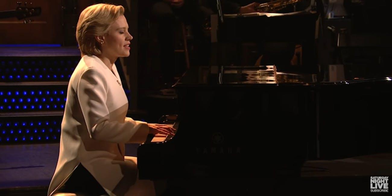 Kate McKinnon sings Hallelujah on SNL.