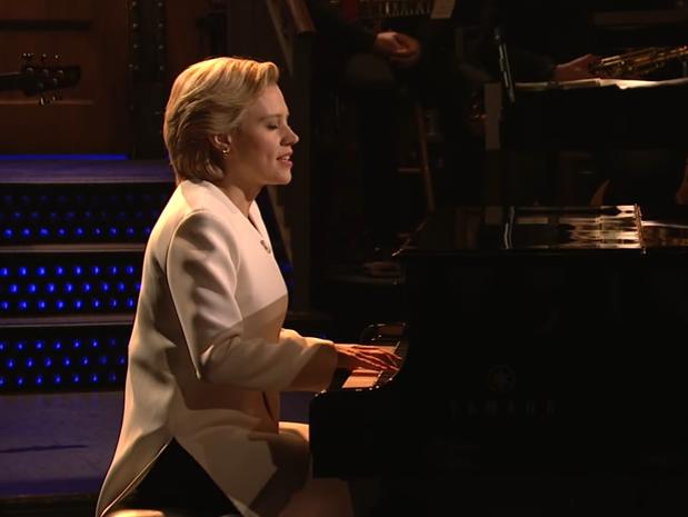 Kate McKinnon Performed Leonard Cohen's 'Hallelujah' as Hillary Clinton on 'SNL'