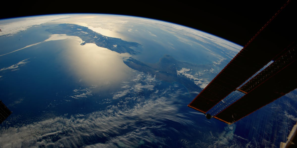 """NASA Astronauts Describe the """"Overview Effect"""" in Their ..."""