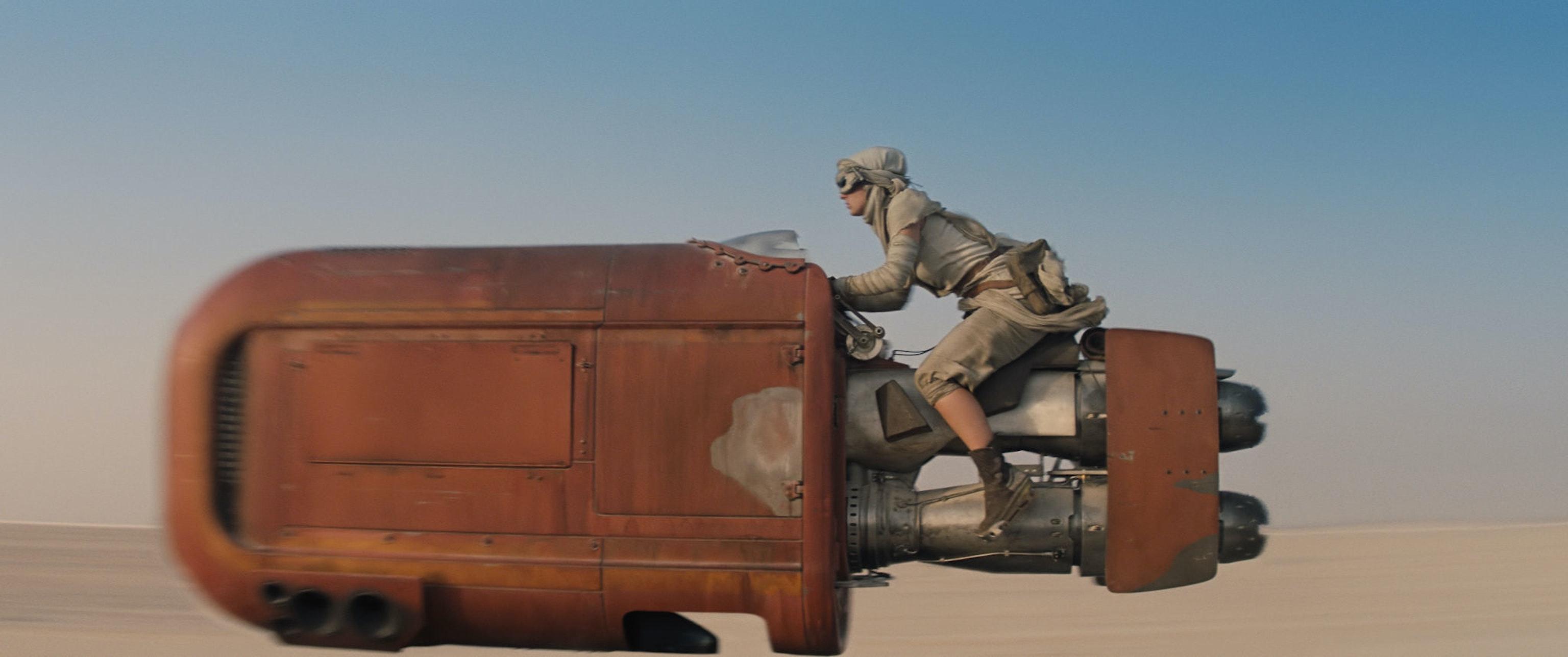 Rey on Jakku in 'Star Wars: The Force Awakens'