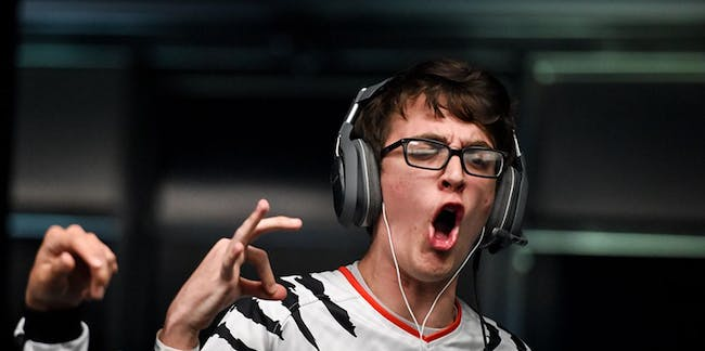 Clayster celebrating victory with team eUnited.