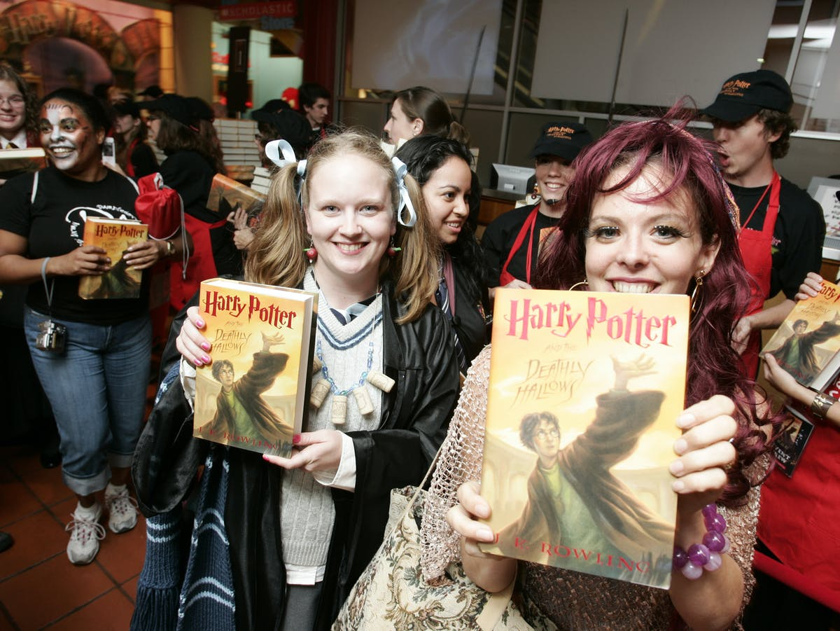 Fans at the 'Harry Potter and the Deathly Hallows' midnight release party on July 21, 2007.