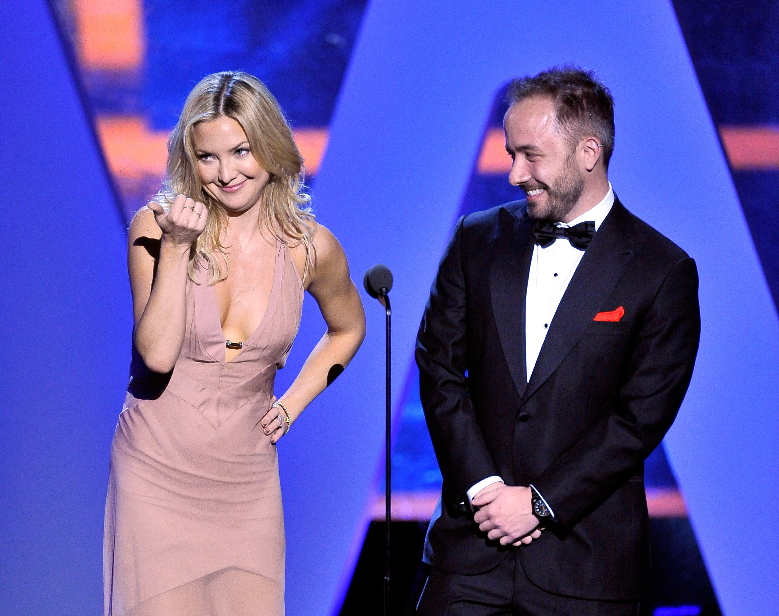 Actress Kate Hudson and Founder/CEO of Dropbox Drew Houston speak onstage during the 2016 Breakthrough Prize Ceremony on November 8, 2015 in Mountain View, California.