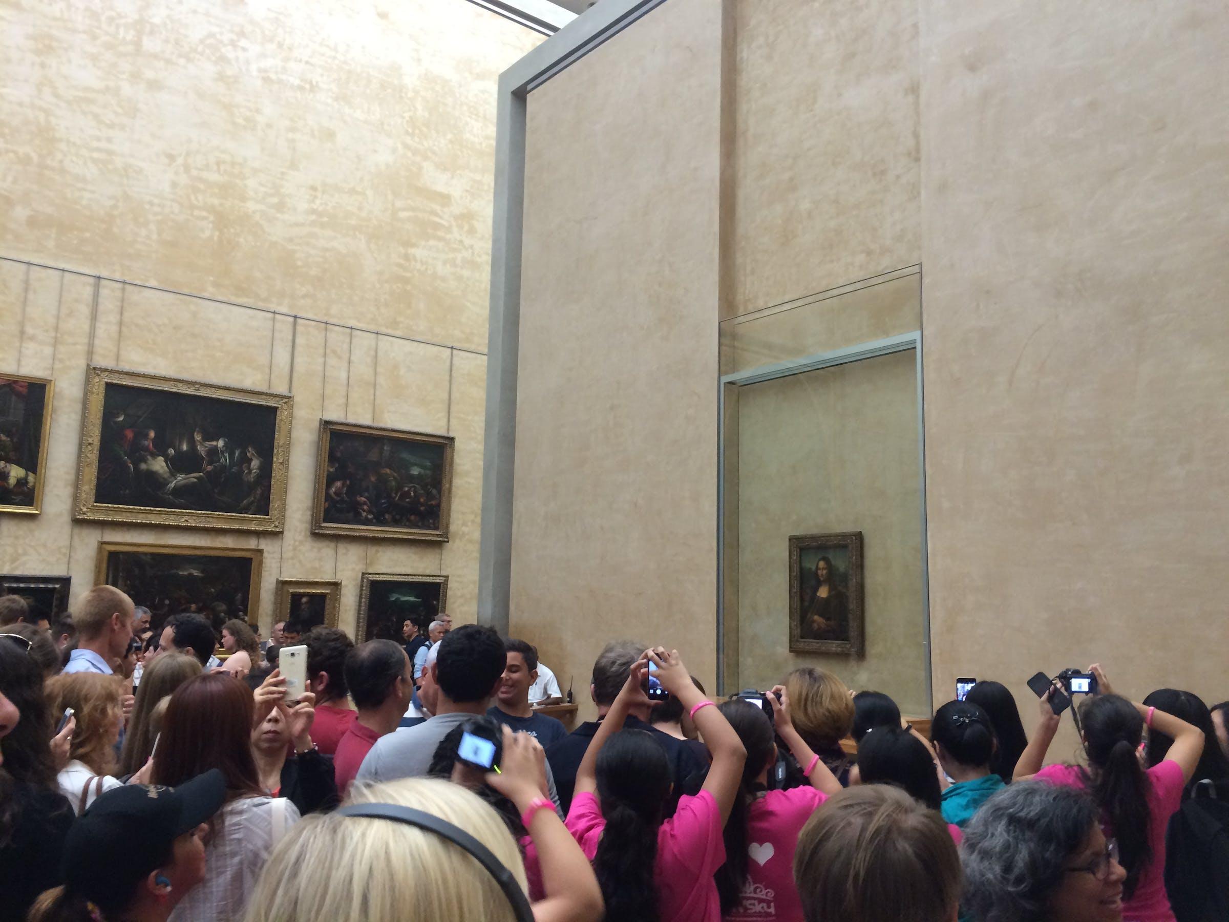Mona Lisa crowd, Musée du Louvre, Paris, France