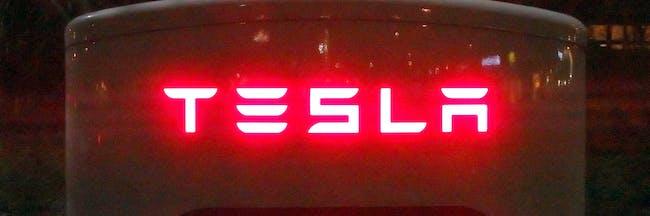 Red light logo Tesla Supercharger Oosterhout Brabant Holland