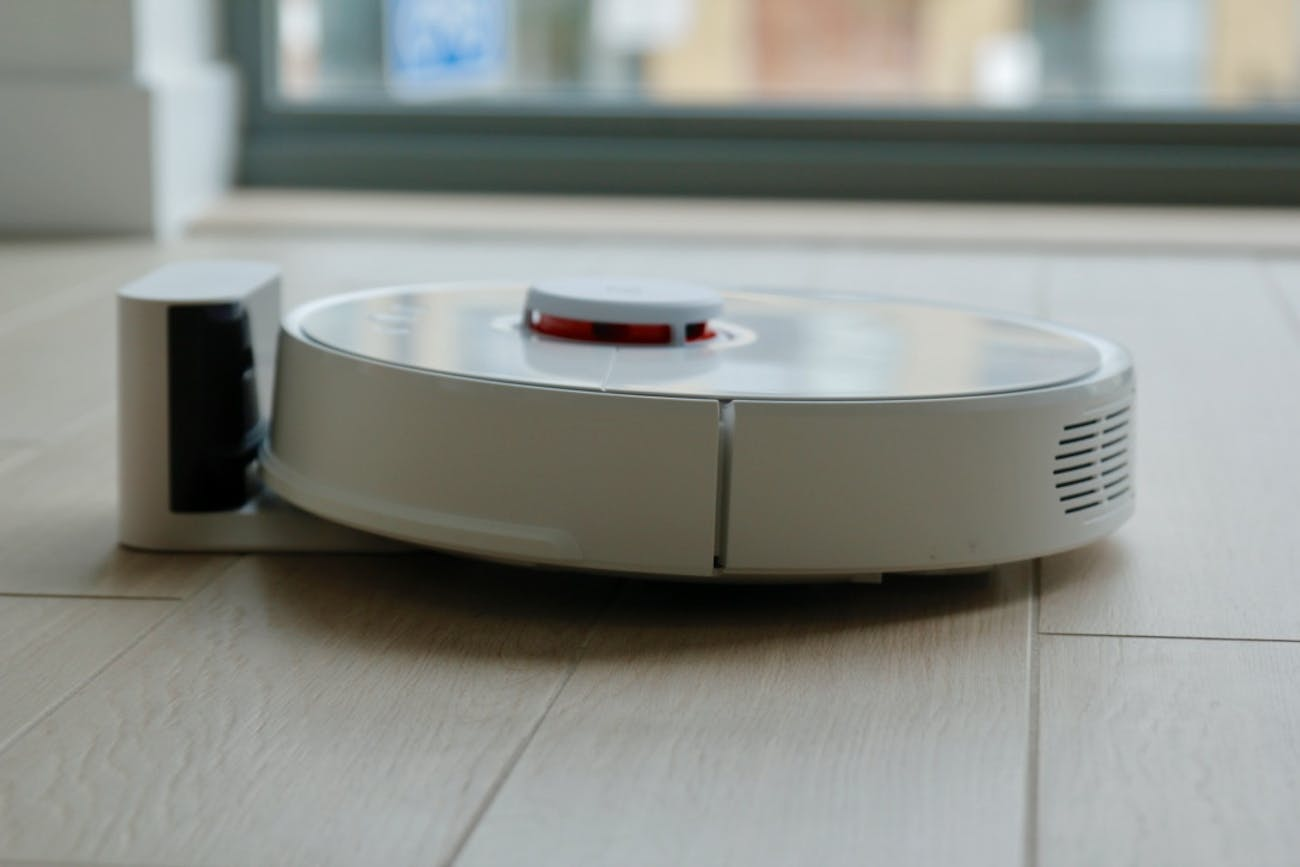 Roborock S5: Vacuum and Mop Delivers Liberation From House Chores