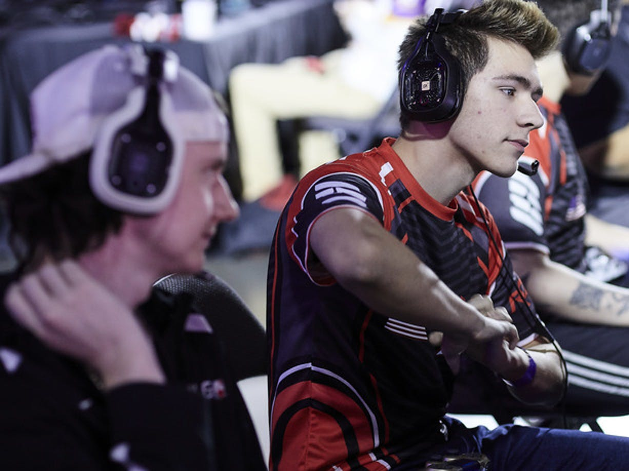 Pros warming up for some competition at CWL Dallas.